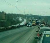 Фотофакт: Жесткое столкновение трёх автомобилей на «вшивой горке»