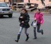 У новосибирских детей новое опасное увлечение на дороге