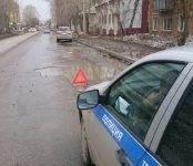 Три иномарки «нашли» опасную яму в Бердске