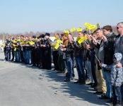Акцию «Питер, мы с тобой!» провели новосибирские таксисты и гаишники