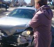 В тройном ДТП на перекрёстке в Бердске пострадала водитель «Ниссан Примера»