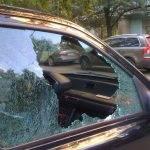 Очевидцы, откликнитесь! Разбили стекло машины в Бердске