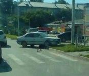 «Гонщик» на «Тойоте» заехал на газон центральной улицы Бердска