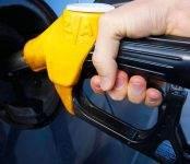 Новосибирские заправки снова подняли цены на бензин