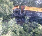 Фотофакт: В Искитимском районе грузовик с углём улетел в кювет