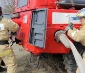 В Бердске загорелся гараж с грузовым «Уралом»