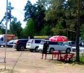 На бесплатной парковке возле «Старого Бердска» снова собирают деньги