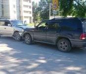 Из-за птицы, «атаковавшей» автомобиль, столкнулись два внедорожника в Бердске