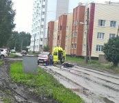 Мопедист не справился с управлением в Бердске и столкнулся с автомобилем