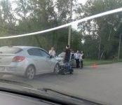 Фотофакт: Автомобиль едва не раздавил «мелкий» квадроцикл в Бердске