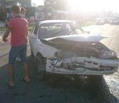 Две «Тойоты» не разъехались без ДТП на центральном перекрёстке Бердска