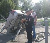 «Субару Импреза» снесла пешеходное заграждение в Бердске
