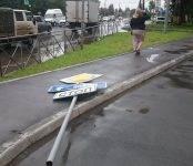 «Главная дорога» завалилась на тротуар в Бердске