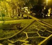 Чёрный «Рено Дастер» уничтожил заграждение у «Комбата» в Бердске