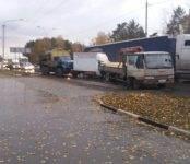 Три грузовика устроили «паровозик» на бердском участке трассы М-52