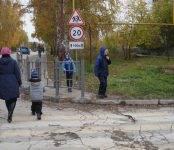 Огородили тротуар от пешеходов в Бердске