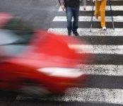 Не пропустившим пешеходов и велосипедистов на «зебре» водителям грозит штраф до 2500 рублей