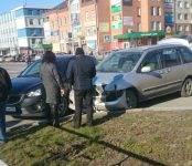 Две «Мазды» не разъехались в центре Бердска на аварийно-опасном перекрёстке