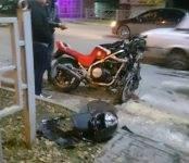 Жёсткое столкновение мотоцикла и легковушки в Бердске обошлось без пострадавших