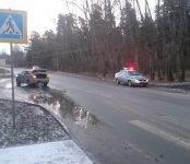На скользкой дороге в Бердске Geely сбил 55-летнюю женщину