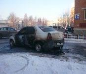 «Рено Логан» сгорел сегодня в Бердске в результате поджога