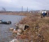 Достали тело утонувшей в озере автомобилистки спасатели Бердска