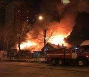 В Новосибирске сгорела СТО (фото, видео)