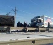 Питерская фура врезалась в военный КамАЗ на Бердском мосту