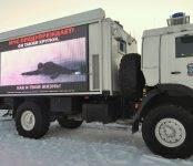 Кино на льду показали бердским рыбакам сотрудники МЧС