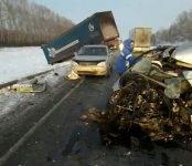 В лобовом столкновении фурой на трассе погиб 51-летний водитель легковушки