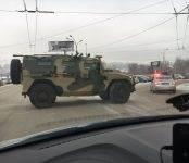 Новосибирцы заметили на улице Восход бронированный автомобиль