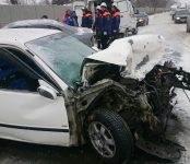 С серьёзным лобовым столкновением двух авто на трассе в Бердске разбираются сотрудники бердской ГИБДД