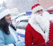 Дед Мороз и Снегурочка проверяли знания ПДД у бердских автолюбителей