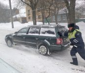 Инспекторы ДПС спасли замерзающих на трассе людей в Черепановском районе