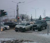 УАЗ-Патриот уничтожил «Тойоту» на перекрёстке в Бердске