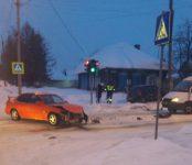 Девушка на «Тойоте» проехала на красный и попала в больницу в Бердске