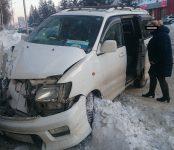 Автоледи на микроавтобусе таранила ПАЗик с рабочей сменой птицефабрики в центре Бердска