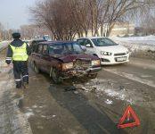 Малолетки на «Мазде» разбили «семёрку» в Бердске и скрылись с места происшествия