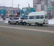 Маршрутка «догнала» джип на перекрёстке Ленина-Лелюха в Бердске