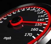 На российских трассах предложили увеличить разрешённую скорость