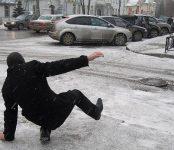 Гололед в Новосибирске: количество травмированных пешеходов растёт
