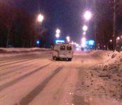 Неустановленный водитель на белой «Королле» таранил «Газель» скорой помощи в Новосибирске и скрылся с места происшествия