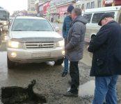 Новый провал на Первомайской в Бердске сторожил в «час пик» специалист УКСа