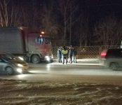 МАЗ насмерть задавил человека на Старом шоссе в Новосибирске
