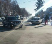 «Марк II» врезался в знак «Пешеходный переход» на перекрёстке в Бердске