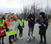Сотрудники ГИБДД и школьники рассказали жителям Бердска о средствах яркой безопасности