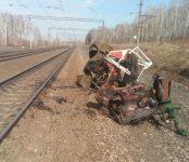 Поезд уничтожил трактор под Новосибирском вместе с трактористом