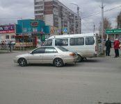 Как не поделили ул. Ленина в центре Бердска маршрутка и «Тойота»