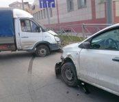Тройное ДТП у поста ГИБДД в Бердске устроил водитель легковушки