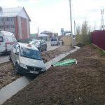 Умер за рулём таксист, опрокинувший авто в кювет на ул. Кристальной в Бердске